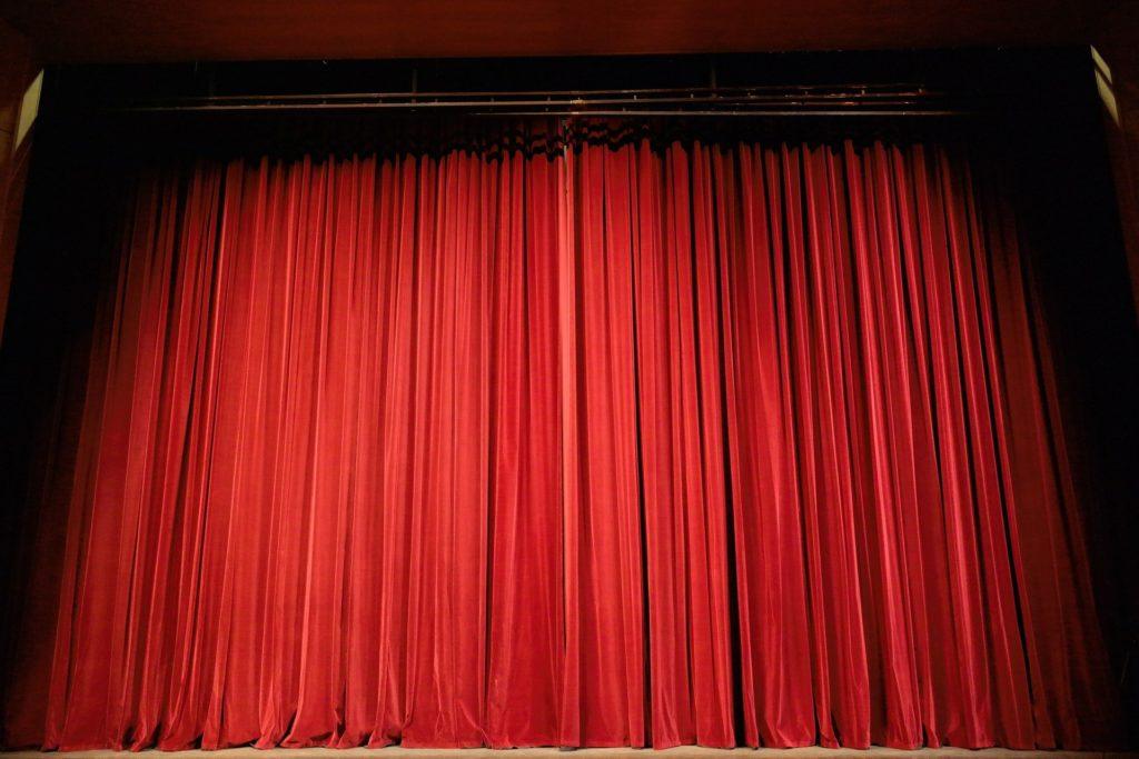 Theatervorhang als Symbol für Theaterstücke